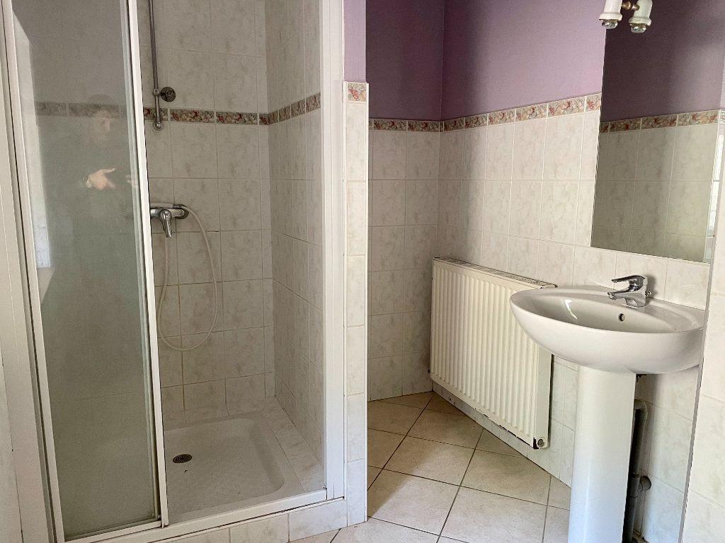 Maison à louer 6 163m2 à Fontenois-lès-Montbozon vignette-10