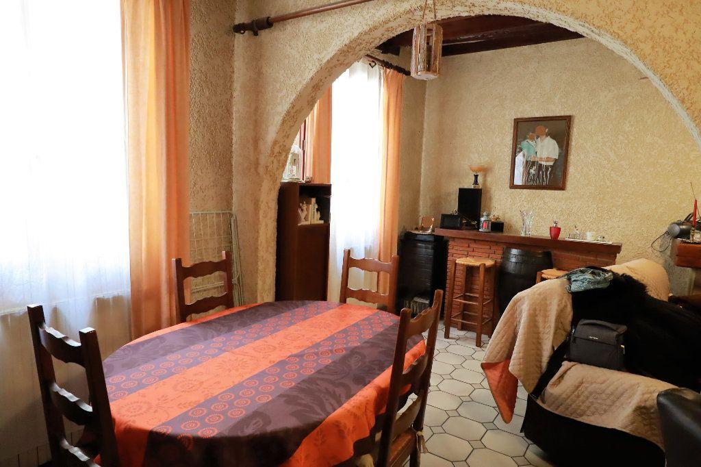 Maison à vendre 6 180m2 à Beaucaire vignette-1