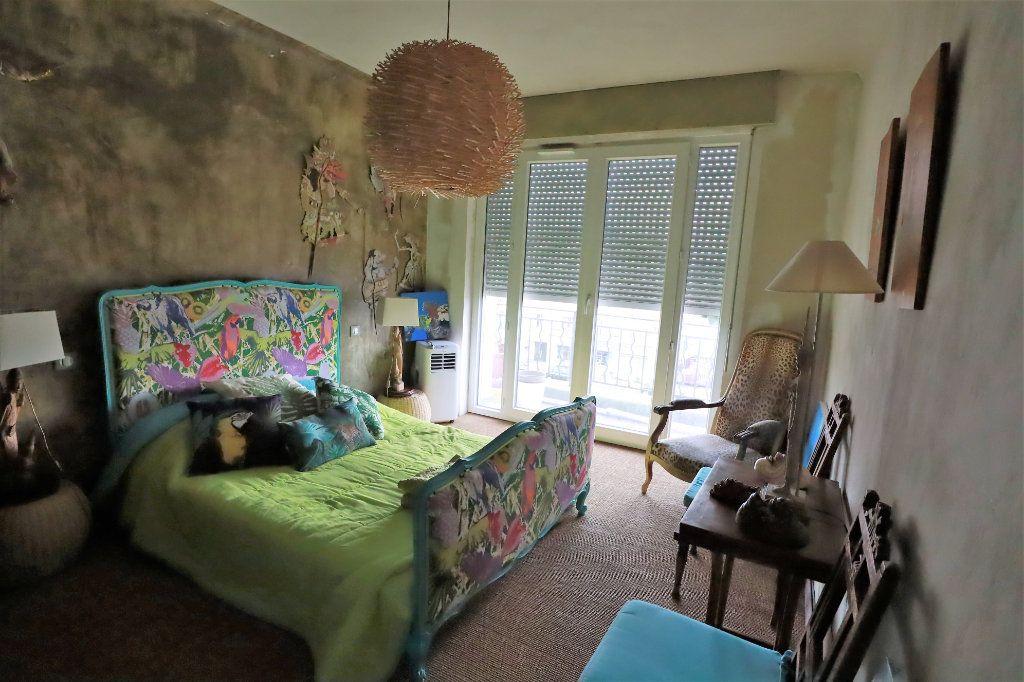 Appartement à vendre 5 177m2 à Tarascon vignette-3