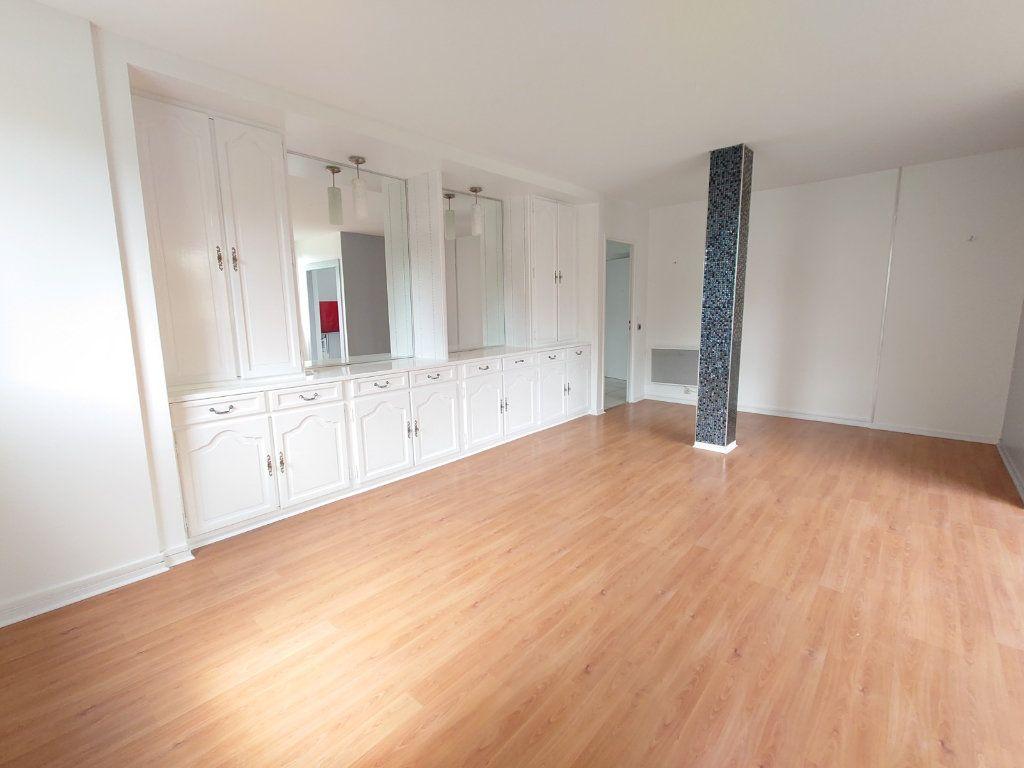 Appartement à louer 4 81.41m2 à Noisiel vignette-1