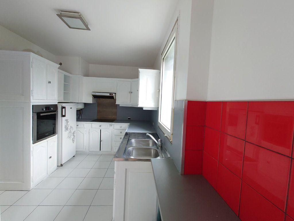Appartement à louer 4 81.41m2 à Noisiel vignette-2
