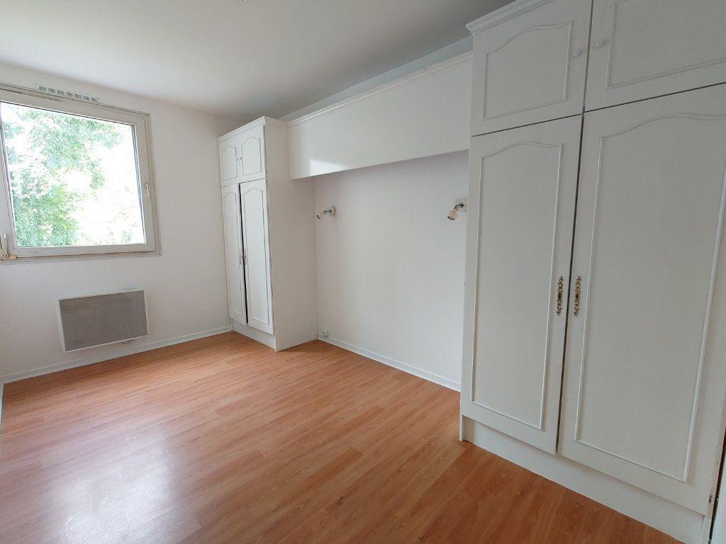 Appartement à louer 4 81.41m2 à Noisiel vignette-3