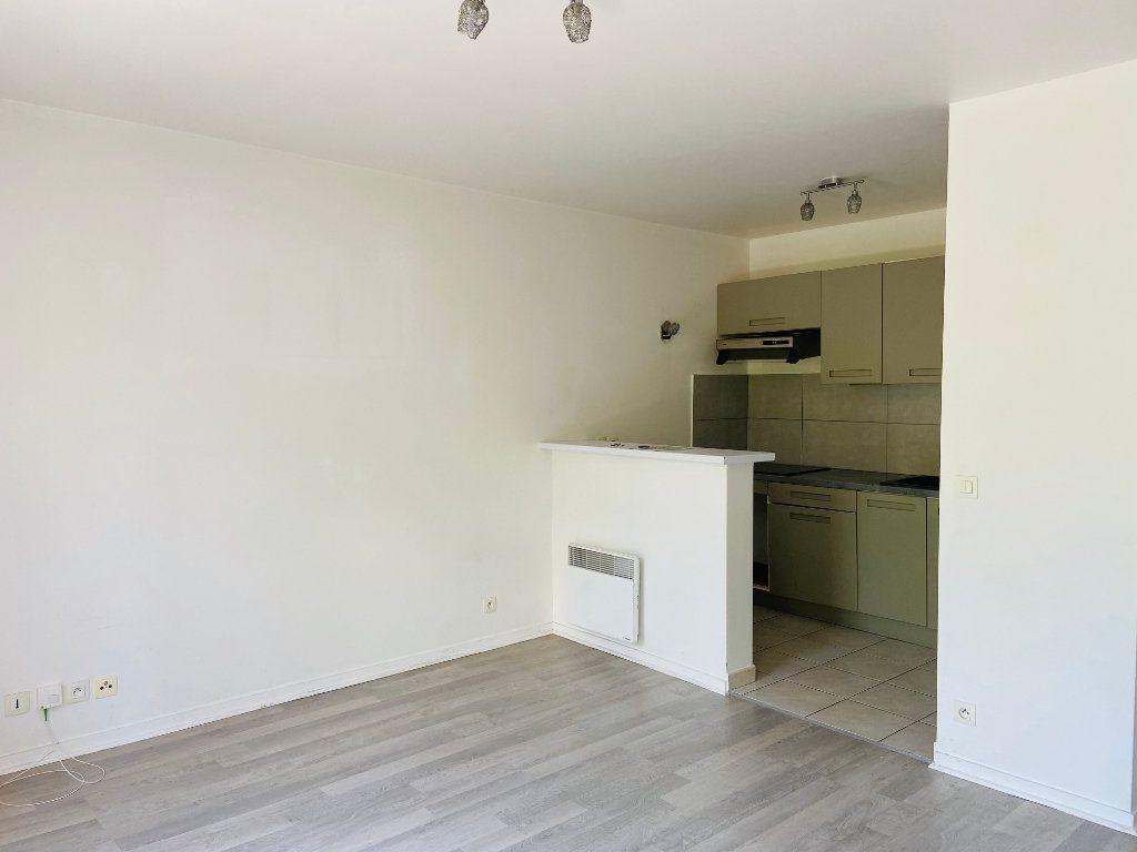 Appartement à louer 2 37.98m2 à Noisy-le-Grand vignette-3