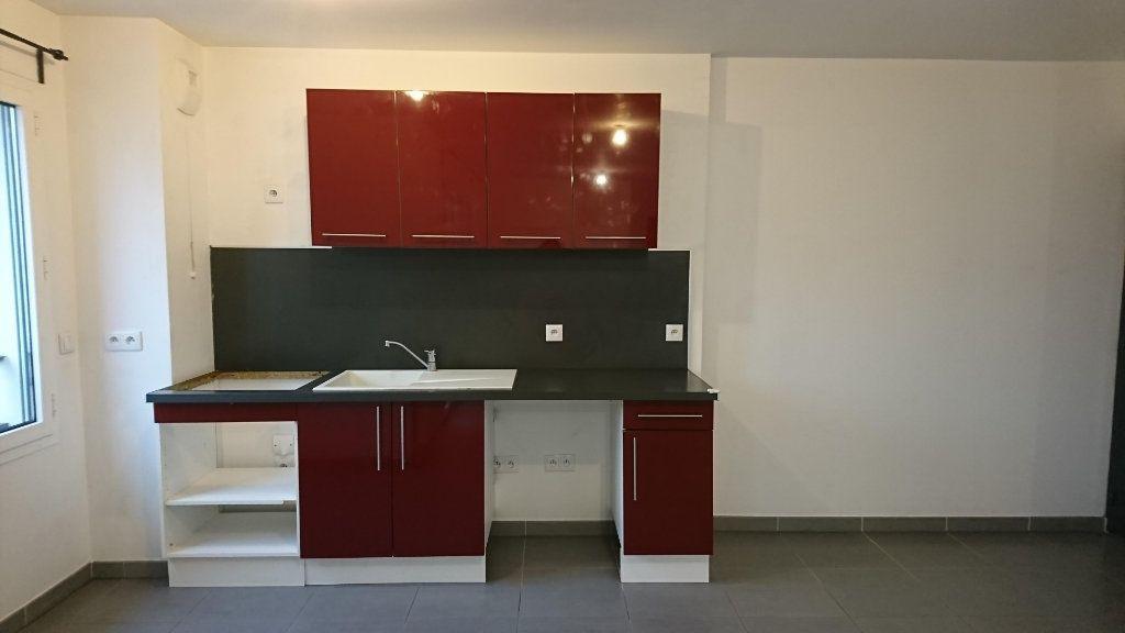 Appartement à louer 2 44.35m2 à Noisy-le-Grand vignette-3