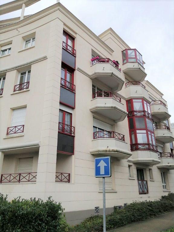 Appartement à louer 2 53m2 à Noisy-le-Grand vignette-1