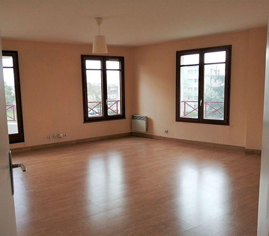 Appartement à louer 2 53m2 à Noisy-le-Grand vignette-2