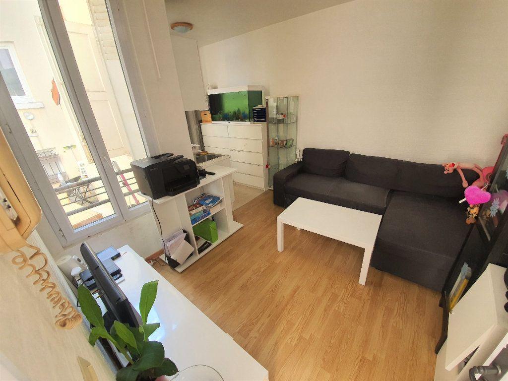 Appartement à louer 1 17m2 à Nogent-sur-Marne vignette-1