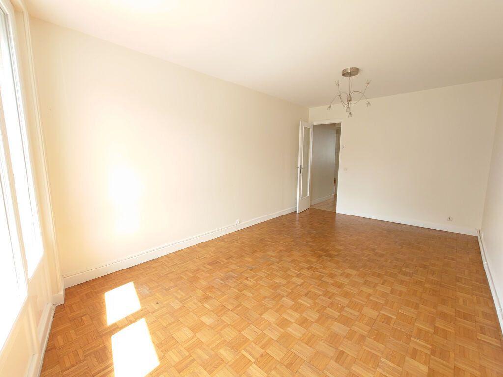 Appartement à louer 2 47m2 à Le Plessis-Trévise vignette-2