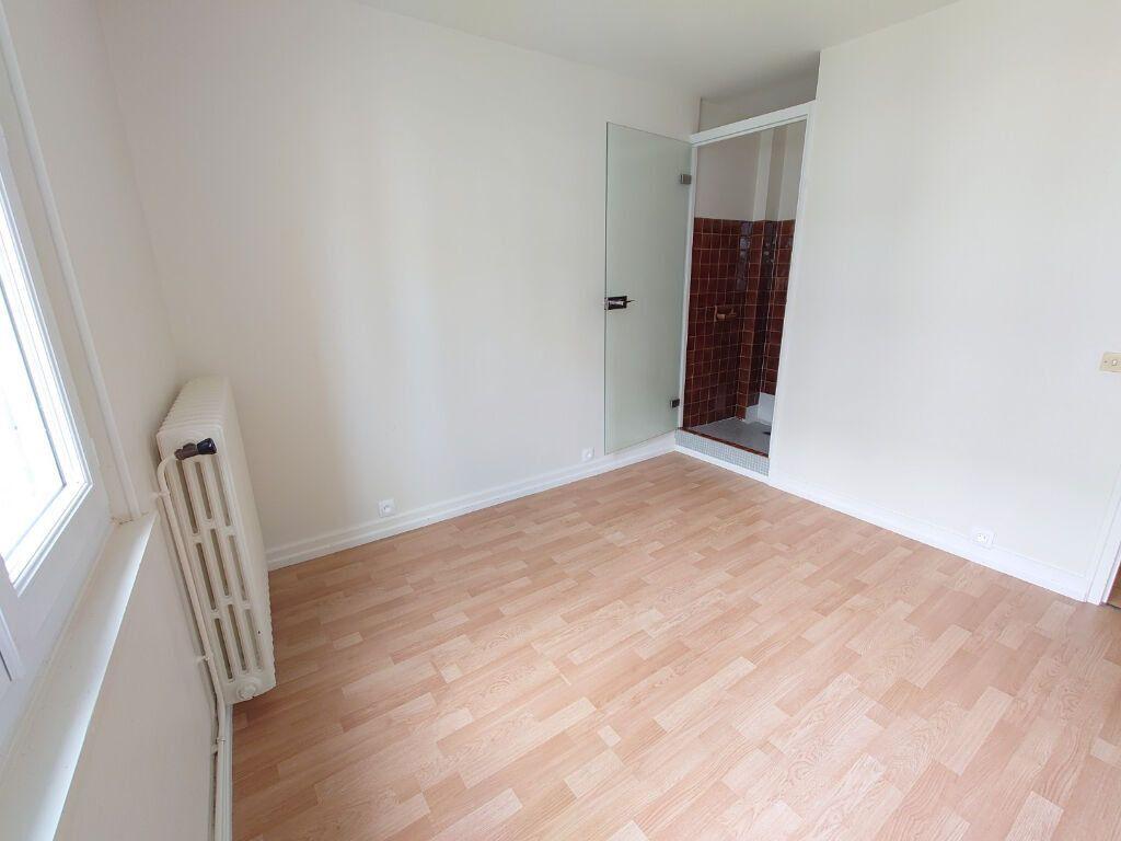Appartement à louer 2 47m2 à Le Plessis-Trévise vignette-4