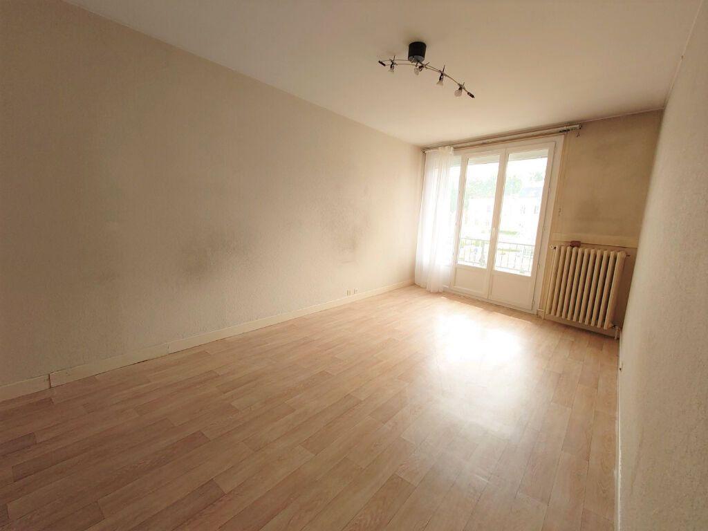 Appartement à louer 1 28.18m2 à Le Plessis-Trévise vignette-1