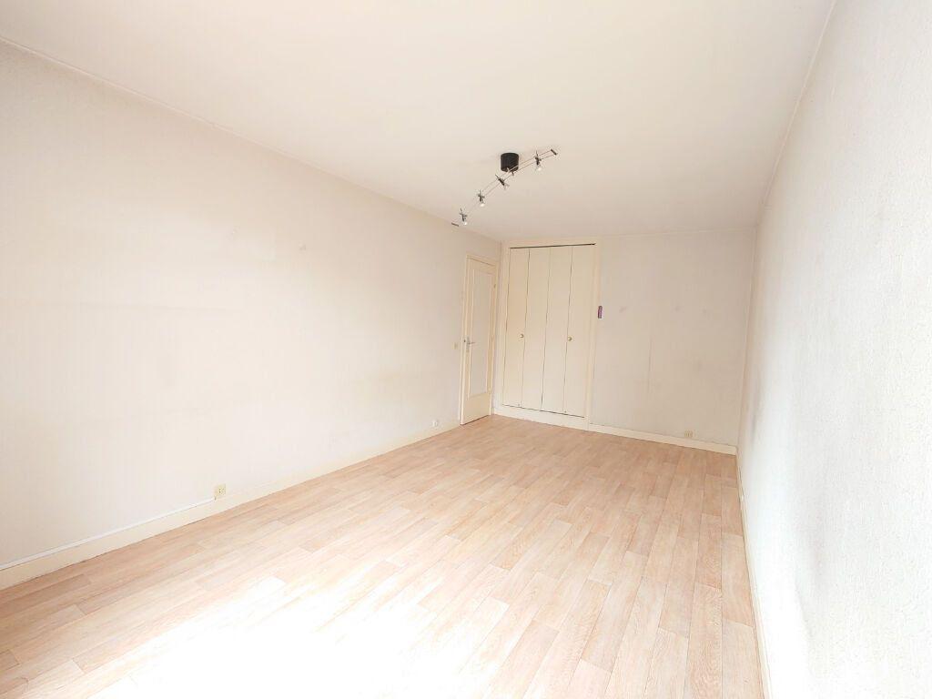 Appartement à louer 1 28.18m2 à Le Plessis-Trévise vignette-2