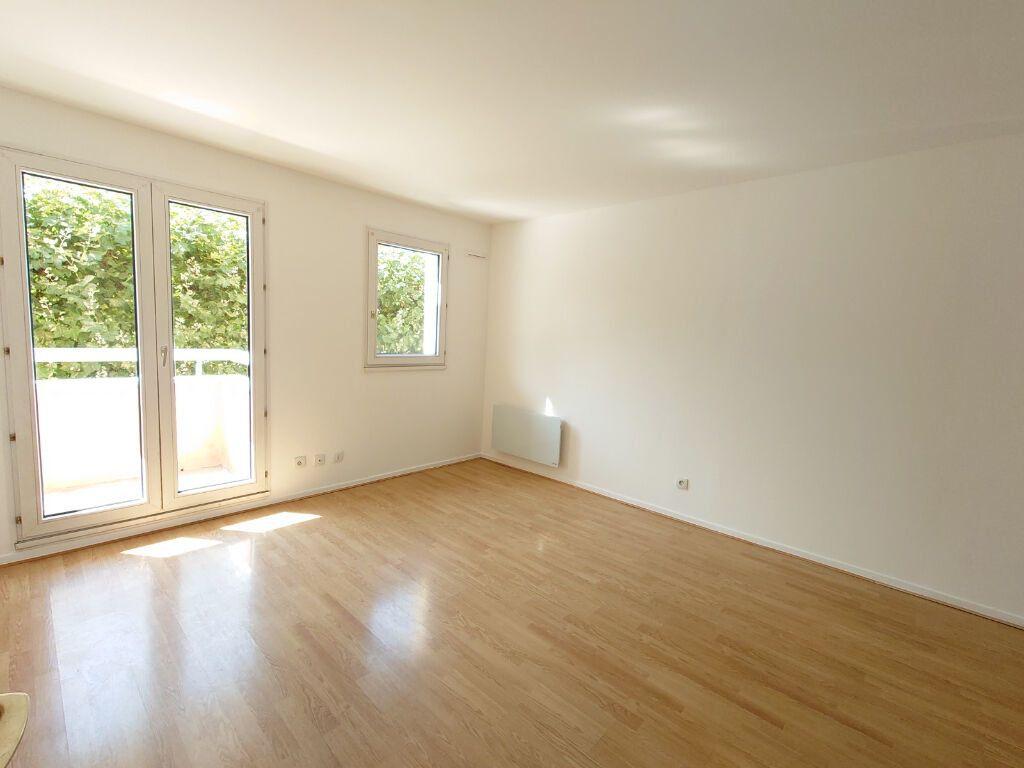 Appartement à louer 1 31.06m2 à Noisy-le-Grand vignette-1