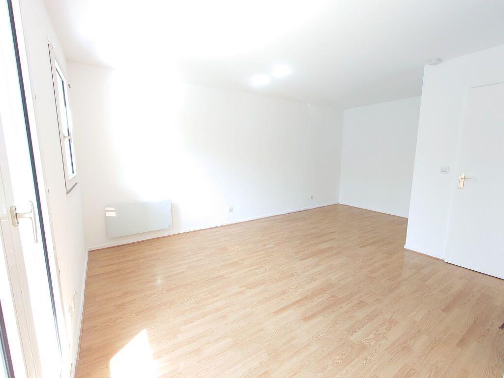 Appartement à louer 1 31.06m2 à Noisy-le-Grand vignette-2