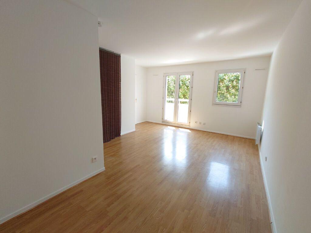 Appartement à louer 1 31.06m2 à Noisy-le-Grand vignette-3
