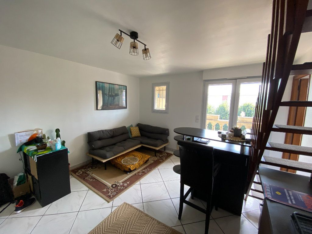 Appartement à louer 2 43.18m2 à Noisy-le-Grand vignette-1