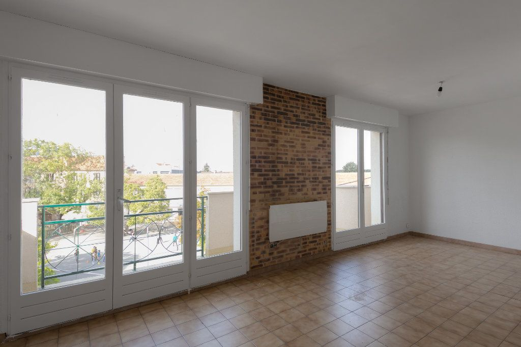 Appartement à louer 4 74m2 à Noisy-le-Grand vignette-2