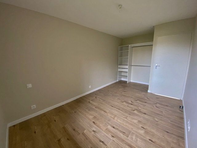 Appartement à louer 5 90.04m2 à Vitré vignette-7
