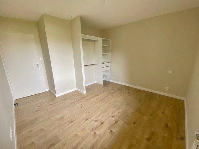 Appartement à louer 5 90.04m2 à Vitré vignette-8
