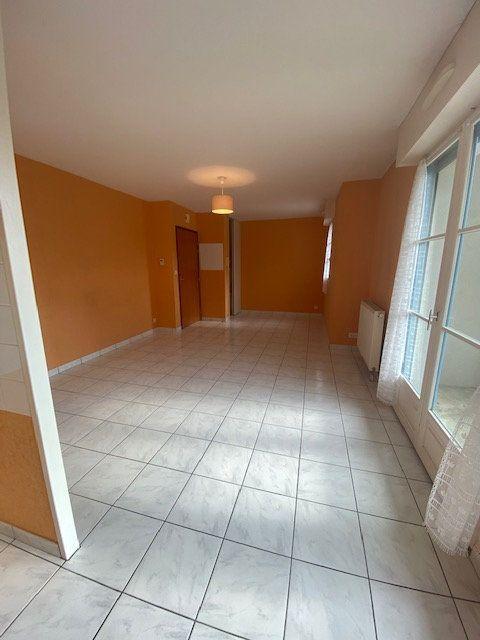 Appartement à louer 3 59.6m2 à Vitré vignette-3