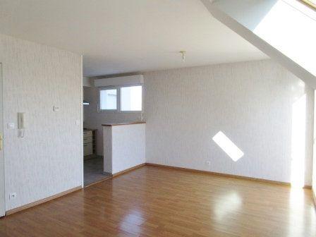Appartement à louer 3 62.35m2 à Étrelles vignette-2