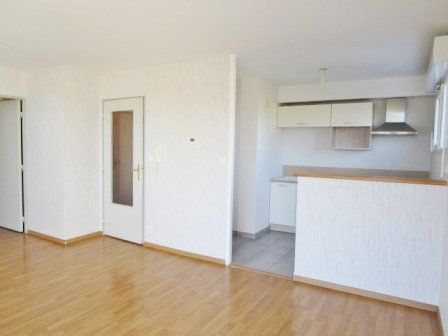 Appartement à louer 3 62.35m2 à Étrelles vignette-3