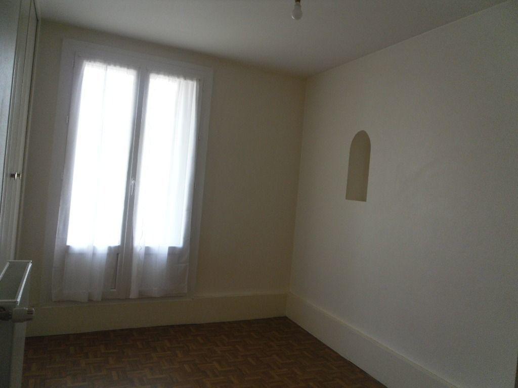 Maison à louer 2 60m2 à Saillat-sur-Vienne vignette-3
