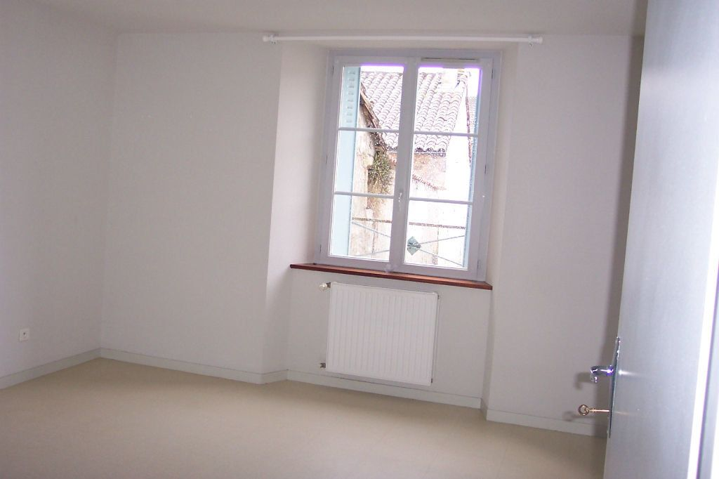 Appartement à louer 3 73m2 à Saint-Junien vignette-3