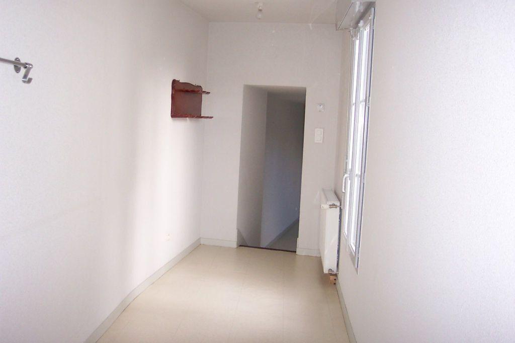 Appartement à louer 3 73m2 à Saint-Junien vignette-9