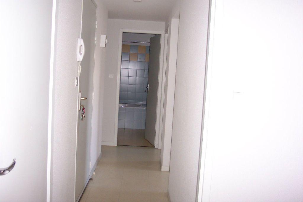 Appartement à louer 3 73m2 à Saint-Junien vignette-13