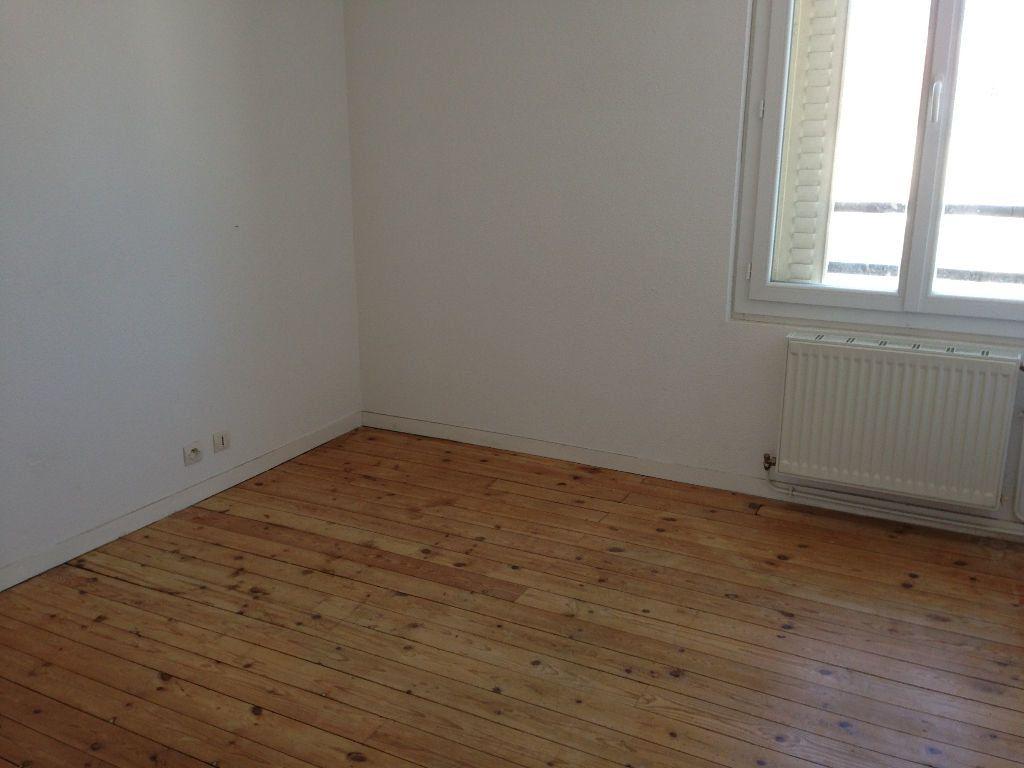 Appartement à louer 3 64m2 à Saint-Junien vignette-2