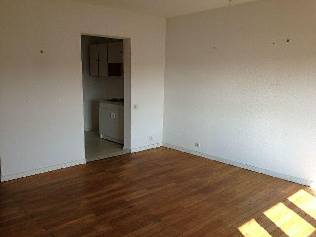 Appartement à louer 3 64m2 à Saint-Junien vignette-6
