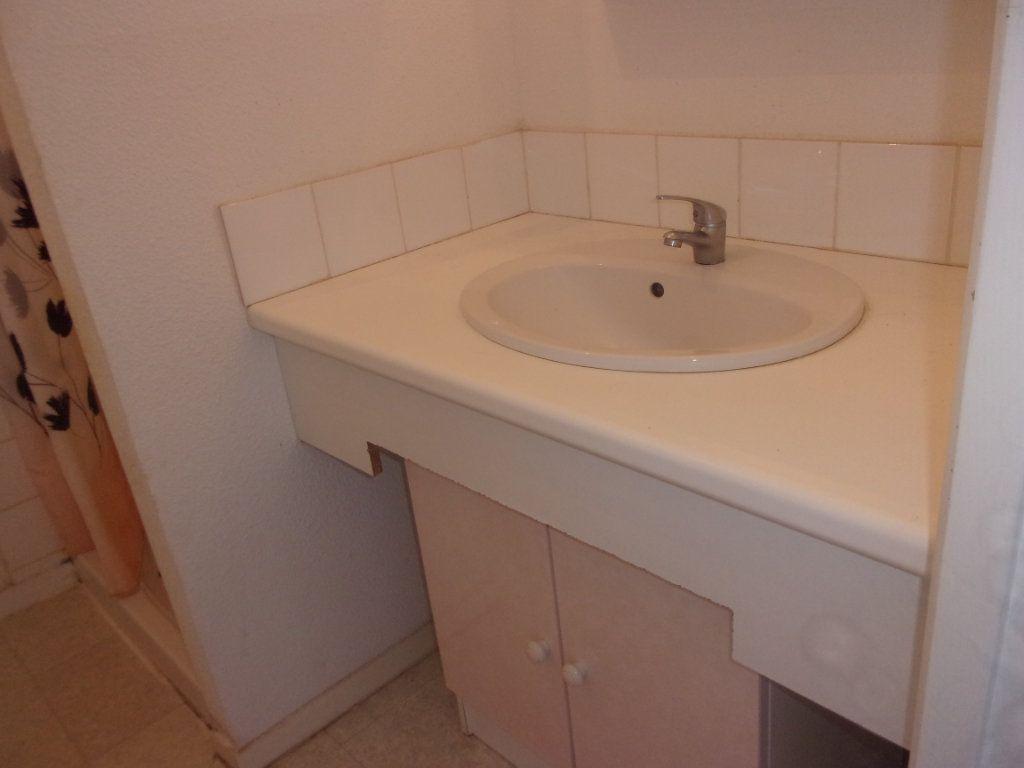 Appartement à louer 3 64m2 à Saint-Junien vignette-8