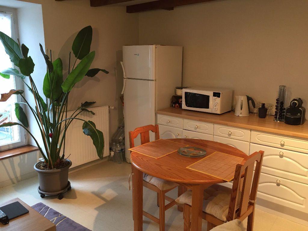 Appartement à louer 3 60m2 à Saint-Junien vignette-1