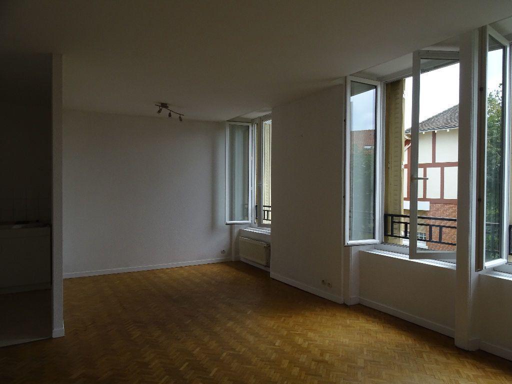 Appartement à louer 3 66m2 à Saint-Junien vignette-1