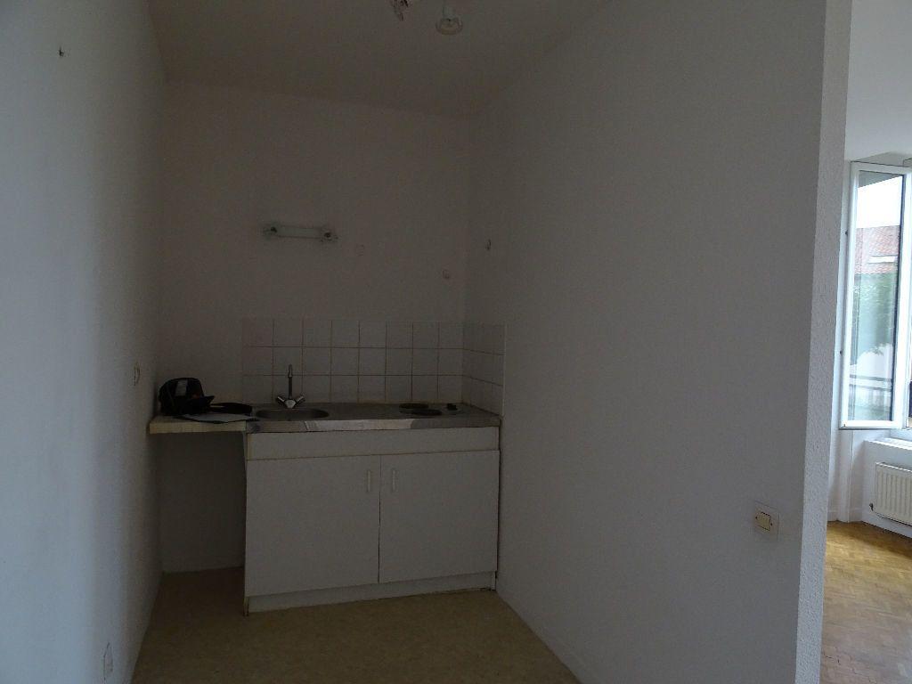 Appartement à louer 3 66m2 à Saint-Junien vignette-2