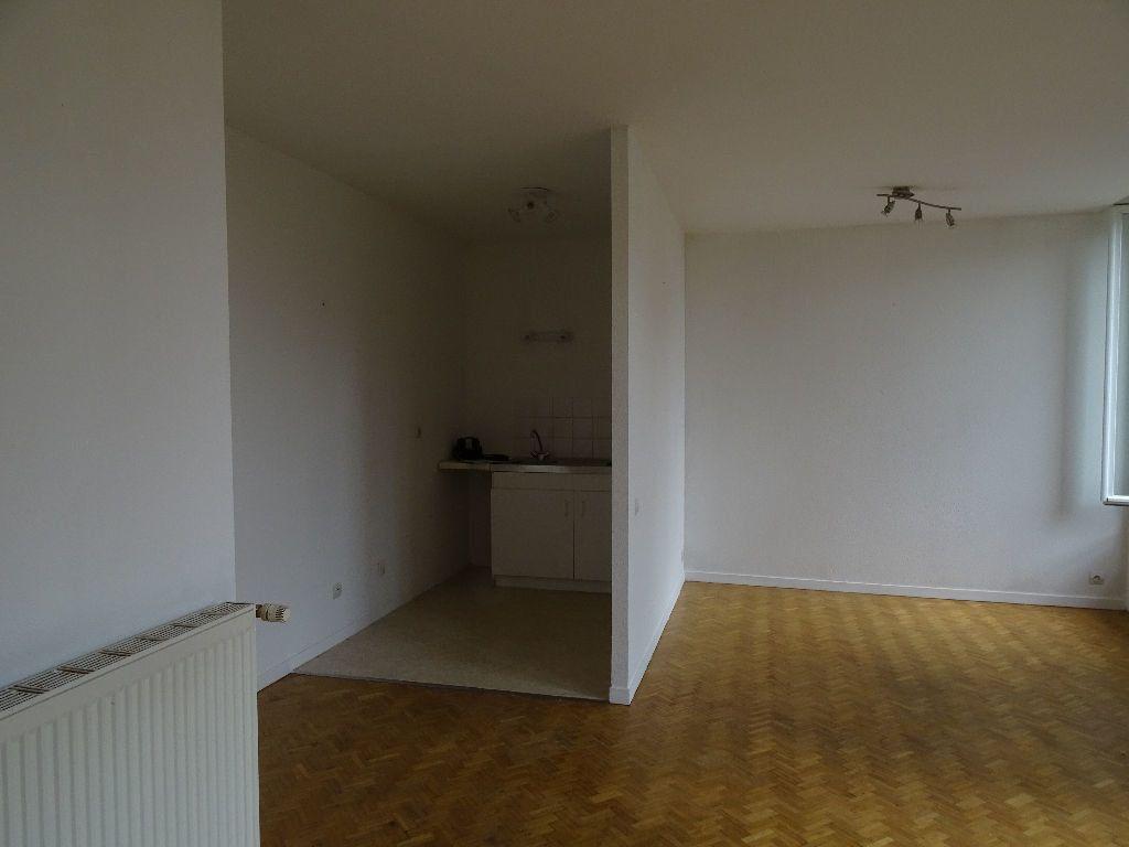 Appartement à louer 3 66m2 à Saint-Junien vignette-3