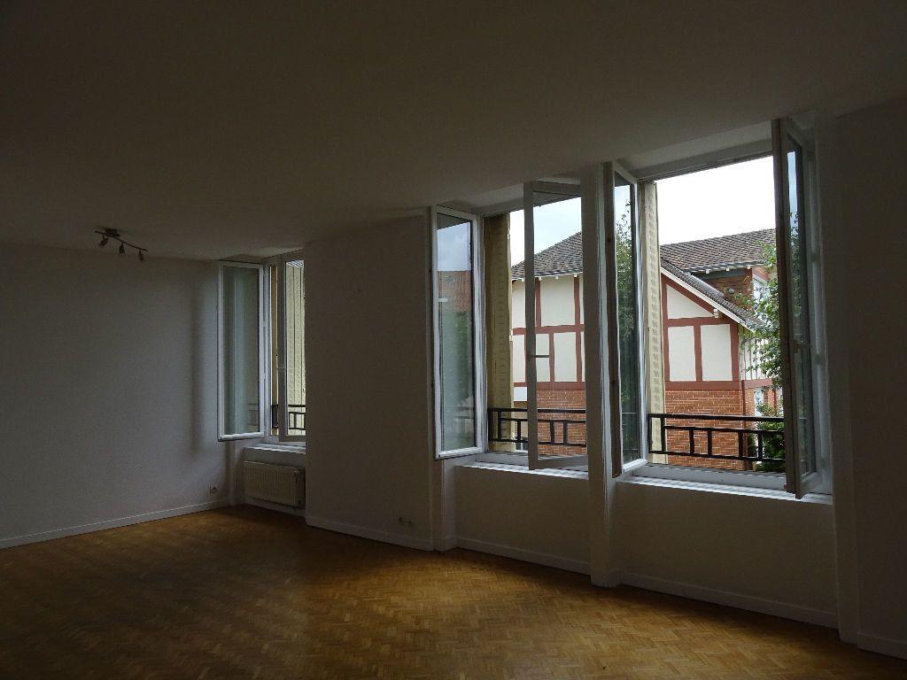 Appartement à louer 3 66m2 à Saint-Junien vignette-4