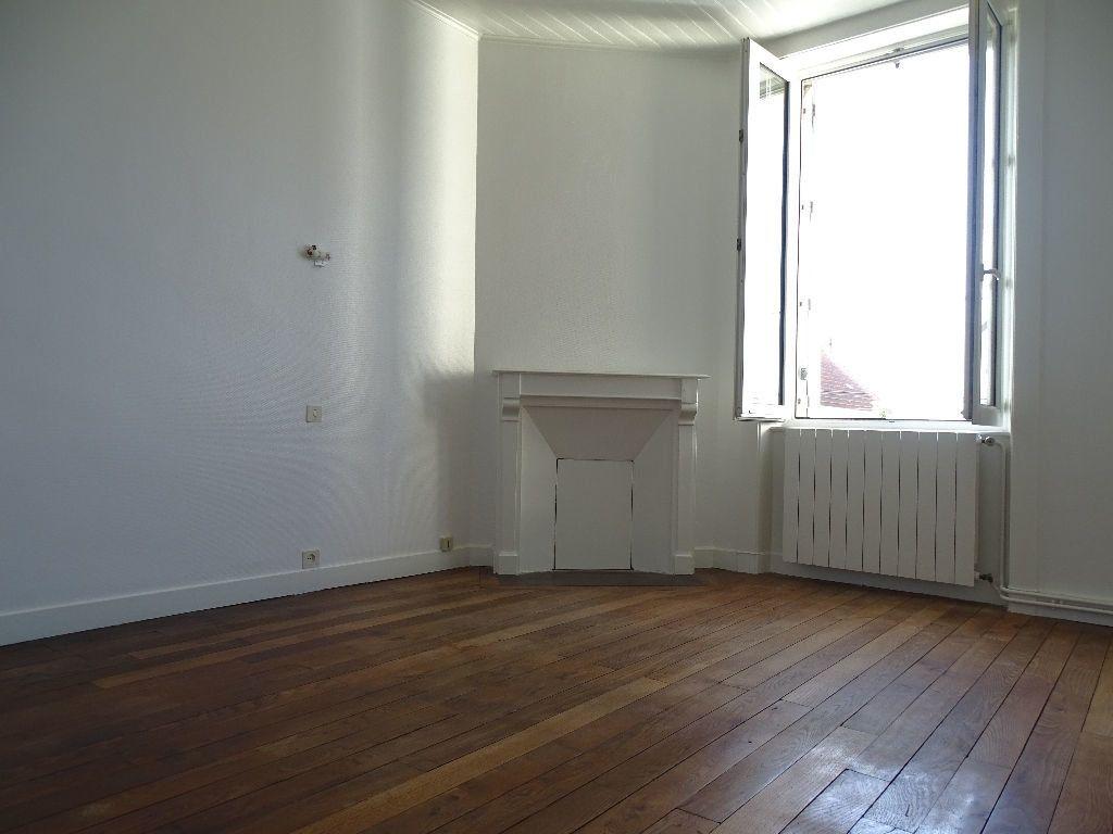 Maison à louer 6 111.5m2 à Saint-Junien vignette-7