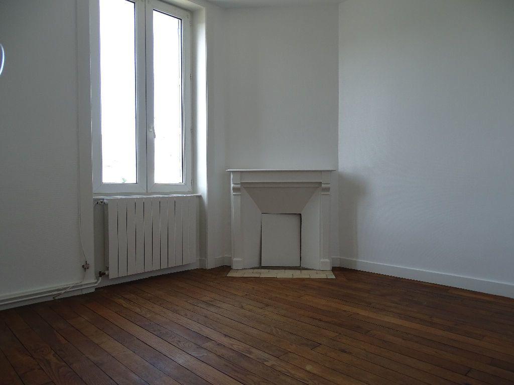Maison à louer 6 111.5m2 à Saint-Junien vignette-8