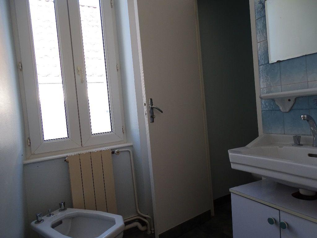 Maison à louer 6 111.5m2 à Saint-Junien vignette-9