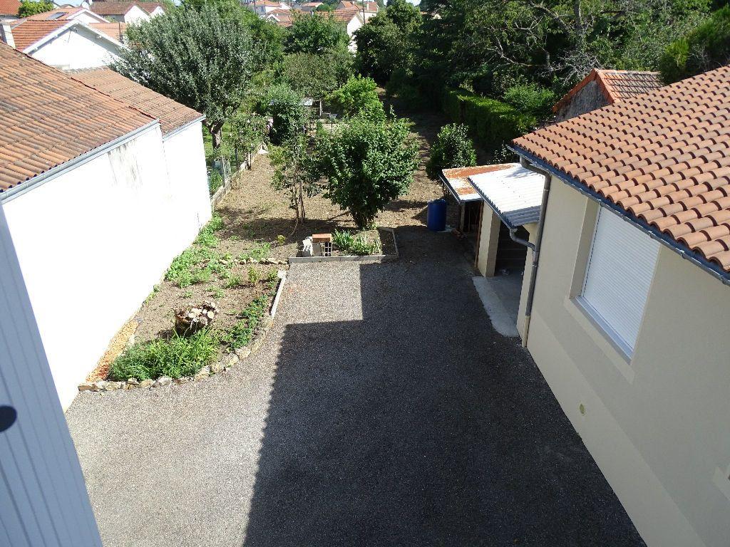 Maison à louer 6 111.5m2 à Saint-Junien vignette-10