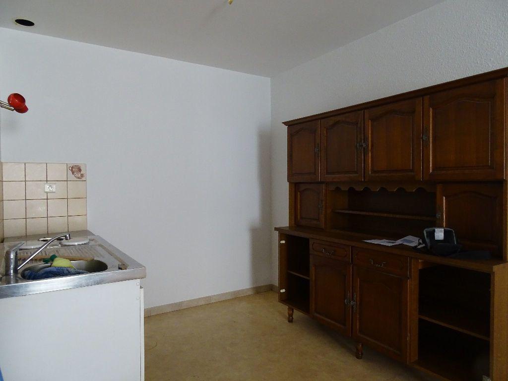 Appartement à louer 2 50m2 à Saint-Junien vignette-3