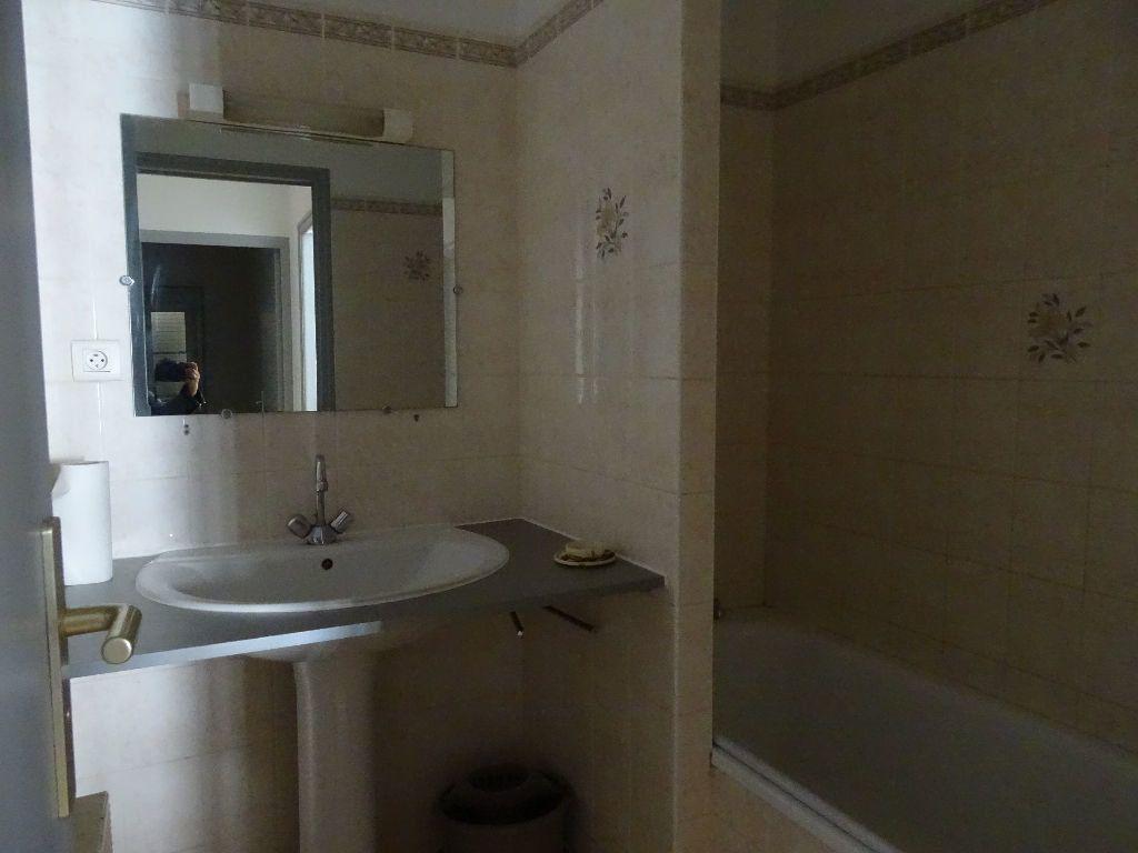 Appartement à louer 2 50m2 à Saint-Junien vignette-6