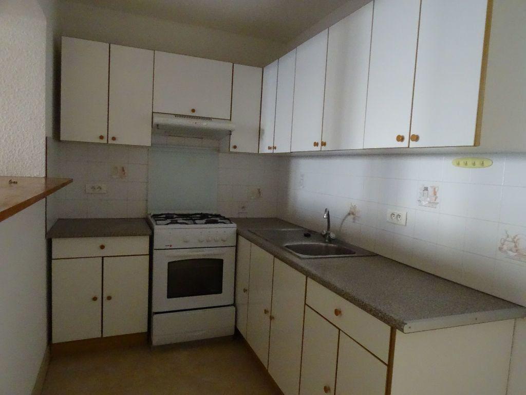 Appartement à louer 2 51m2 à Saint-Junien vignette-1
