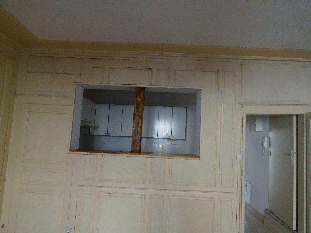 Appartement à louer 2 51m2 à Saint-Junien vignette-2