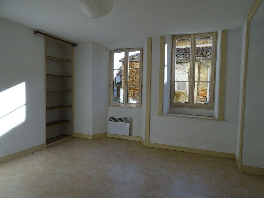 Appartement à louer 2 51m2 à Saint-Junien vignette-4