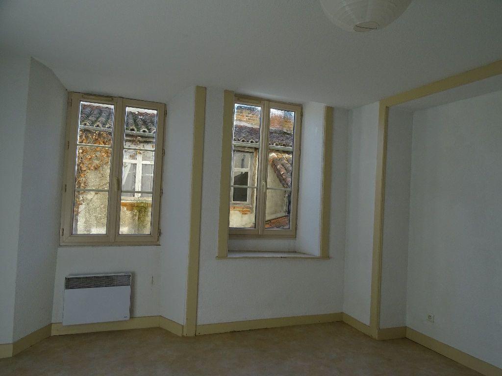 Appartement à louer 2 51m2 à Saint-Junien vignette-8
