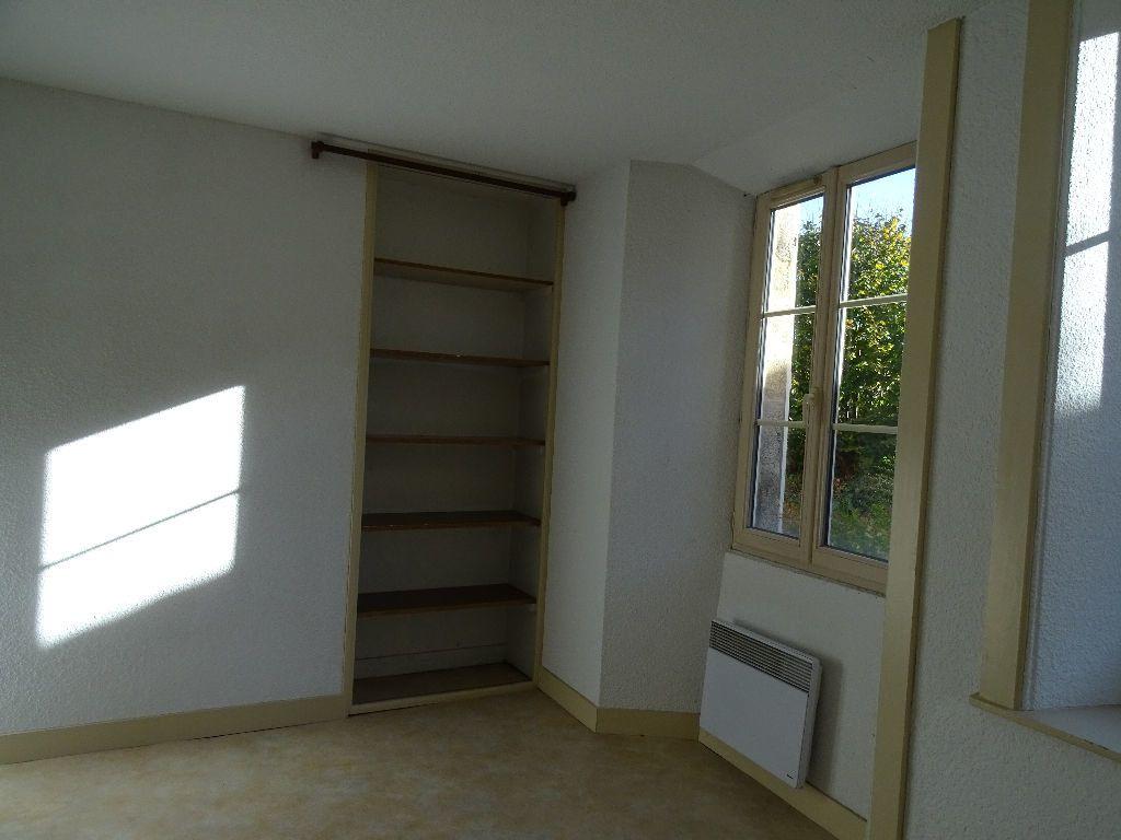 Appartement à louer 2 51m2 à Saint-Junien vignette-9