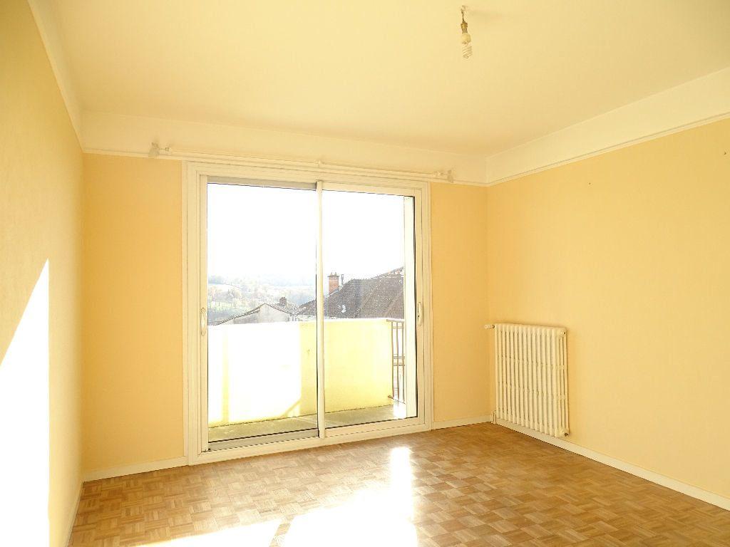 Appartement à louer 2 41m2 à Saint-Junien vignette-2