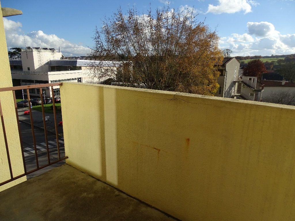 Appartement à louer 2 41m2 à Saint-Junien vignette-3